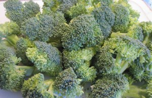 blanching raw broccoli