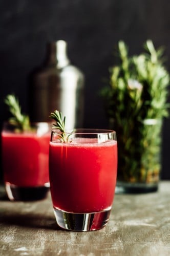 Pomegranate Apple Cider Spritzer @healthynibs