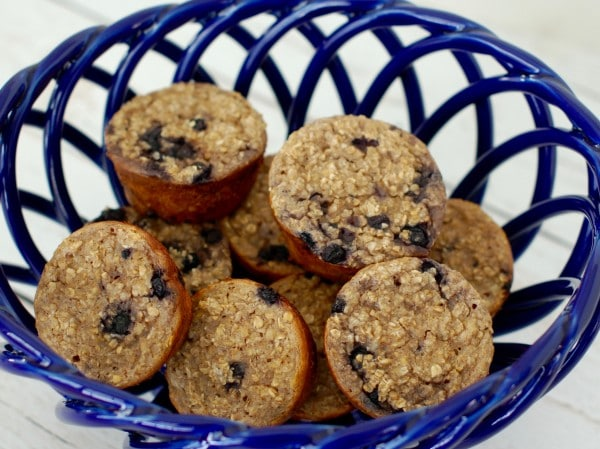 Ricotta Berry Oatmeal Cups | Whole grain oatmeal cups are studded with wild blueberries and full of low-fat dairy and warming spices. A good source of protein, fiber, and calcium, making them the perfect way to start the day! Get the gluten-free, egg-free, vegetarian recipe @jlevinsonrd.