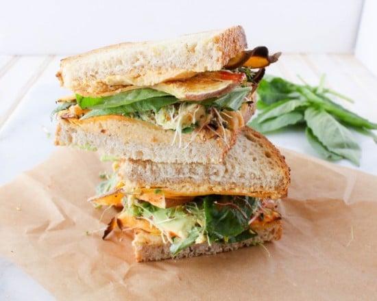 Veggie Hummus Sandwich @GratefulGrazer