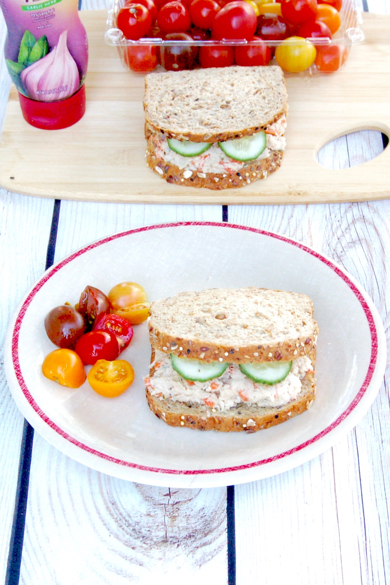 Mayo-Free Tuna Hummus Salad Sandwich | The classic tuna sandwich gets an upgrade with this mayo-free tuna hummus salad, perfect for the kids' lunchbox or anyone's mid-day meal! Get the dairy-free recipe @jlevinsonrd