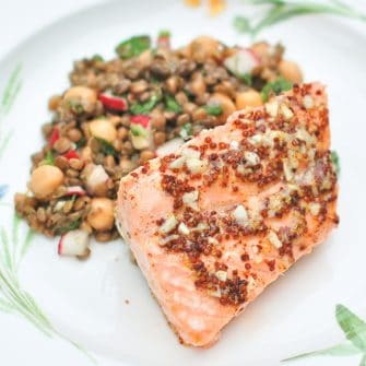 This sweet and tangy orange maple salmon takes less than 30 minutes to make, has only five ingredients, and is gluten-free and dairy-free. It's also a hit with the kids! All around a perfect weeknight meal for the family! Get the recipe at JessicaLevinson.com #salmon #maplesyrup #glutenfree #dairyfree #fishrecipes #easy #quick