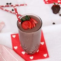 Dark chocolate, creamy greek yogurt, and sweet strawberries are the perfect combination in this frosty, heart-healthy Valentine's Day Dark Chocolate Strawberry Smoothie!