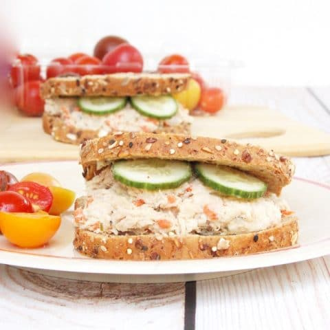 The classic tuna salad gets an upgrade with this mayo-free tuna hummus salad sandwich, perfect for the kids' lunchbox or anyone's mid-day meal! Get the recipe at JessicaLevinson.com | #tuna #tunasalad #sandwich #tunasandwich #dairyfree #seafood2xwk