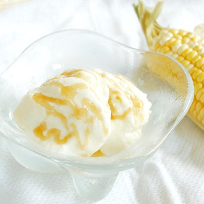 This caramel corn frozen yogurt is a delicious way to enjoy the flavor of sweet summer corn throughout the year. Get the recipe, made with less added sugar than most frozen desserts, at JessicaLevinson.com | #lessaddedsugar #frozenyogurt #caramelcorn #froyo #corn #summereats