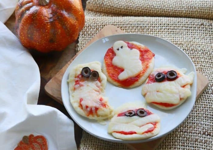 healthy Halloween dinner idea: mummy and ghost pizza from Create Kids Club